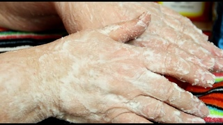 Как Омолодить Старые Руки за 10 мин. Супер способ сделать руки молодыми в 60 лет.