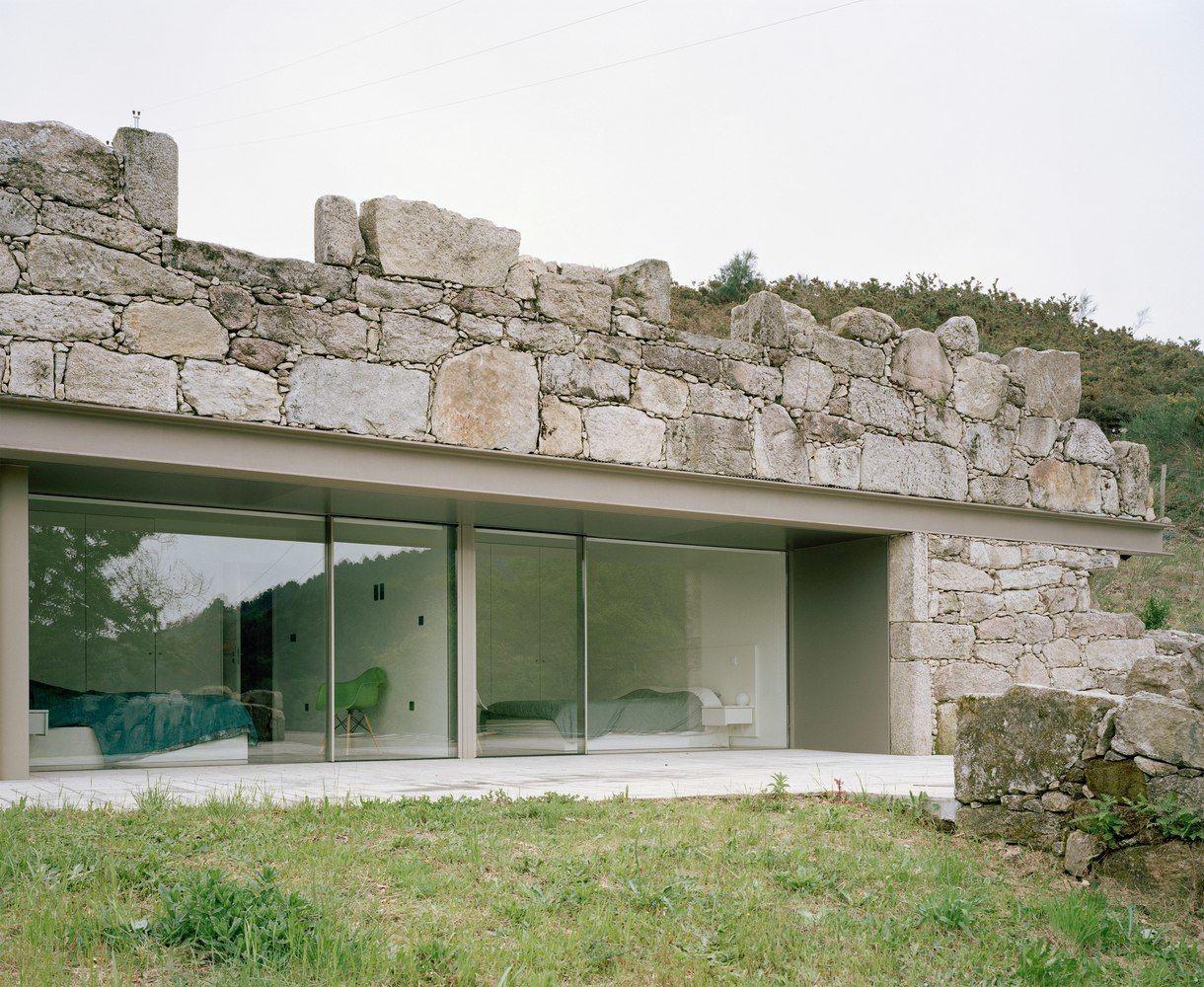 Casa en Melgaço by Nuno Brandão Costa