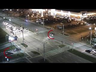 В Бресте возле ТЦ «Корона» столкнулись два автомобиля