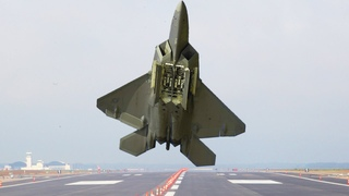 Insane US F-22 Pilot Performs Extreme Vertical Take-off