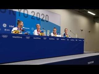 Купальники, валенки и странное снятие Байлз - видео пресс-конференции золотых гимнасток