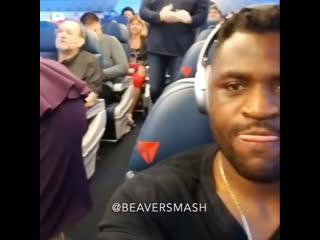 Френсис Нганну в самолете