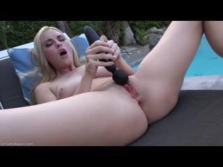 Bailey Rayne pee pissing solo