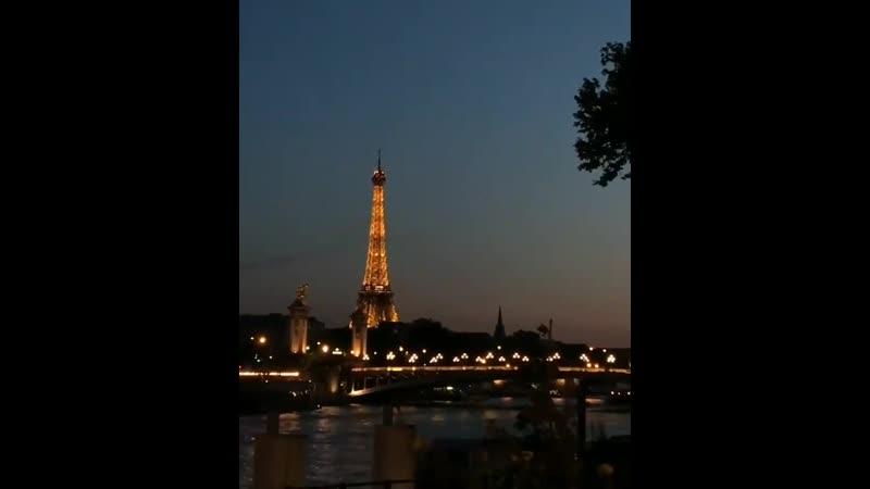 Настоящая любовь всё равно продолжает жить в сердце Классно я отдохнула в Париже