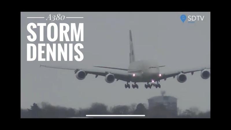 Посадка огромного самолета в штормовой боковой ветер