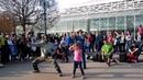 Уличные танцы Девочка молодец не растерялась Франция Диснейленд France Disneyland
