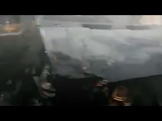 В Кировске частный микроавтобус (Форд Транзит) попал в аварию с Мицубиси и взорвался