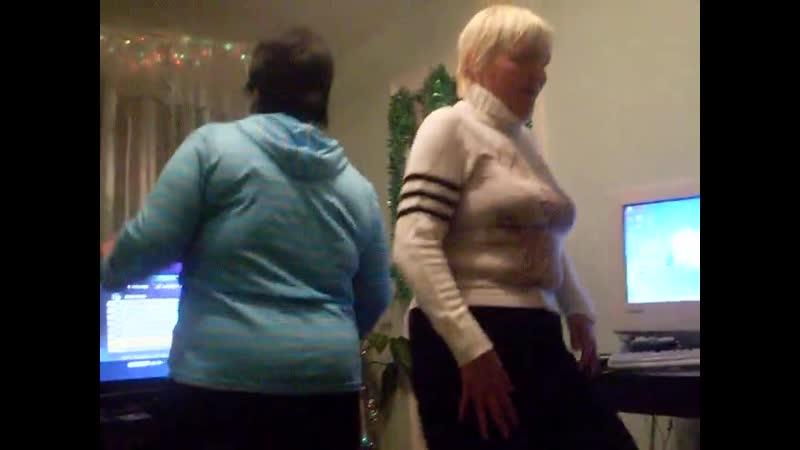 77 2010 Мама с Олей зажигают 2 Рождество