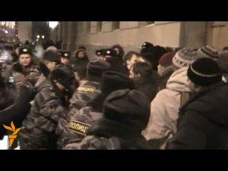 Драка между активистами оппозиции и прокремлевскими из-за подачи заявки