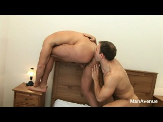 Manavenue - hairy muscle flip flop - tomm & peter  (20.05.10)
