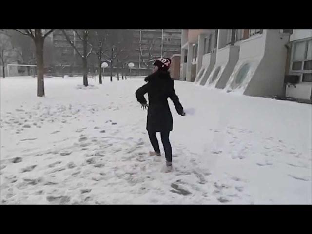 Canadiense bailando Marinera en la nieve en Toronto