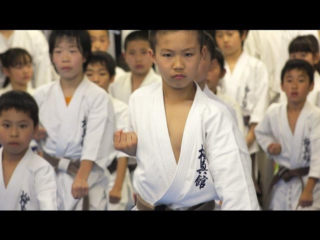 少年少女たちの眼光が凄すぎる空手道場 Eyes eyes Spirit of Kyokushin karate kids