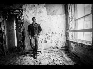 How to Pose a Man using natural light at the Abandoned Waldo Hotel by Jason Lanier w/ Sony A6000\\tgi9