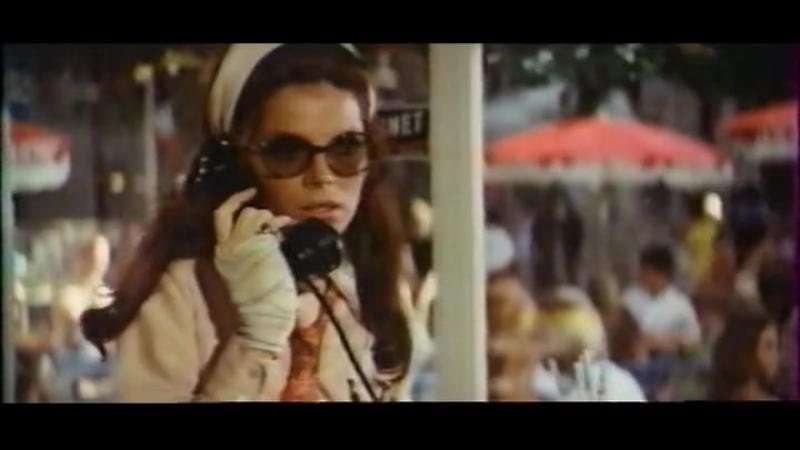 Дама в очках и с ружьем в автомобиле 1970
