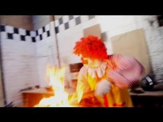 Ronald McDonald BURNS THE BURGER KING!