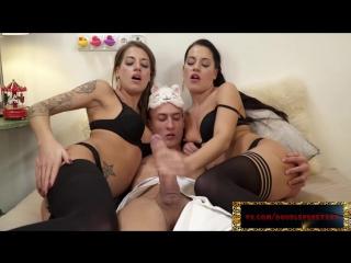Порно двойное проникновение с близняшками. silvia dellai, eveline dellai. порно в full hd
