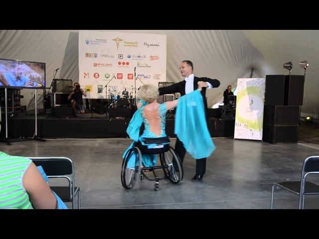 Танец на инвалидной коляске (Надзвичайний People Fest) 5 сентября 2015 года