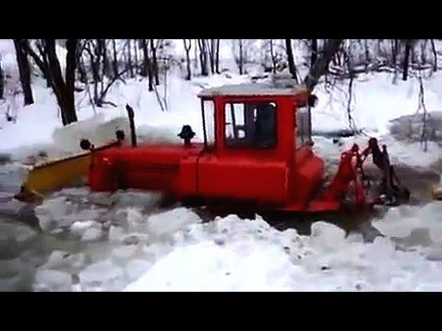 На гусеничьных тракторах да по бездорожью Иногда помогают они а иногда вытягивают их Подборка