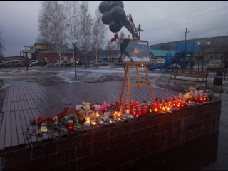 Митинг памяти жертв пожара в городе Кемерово