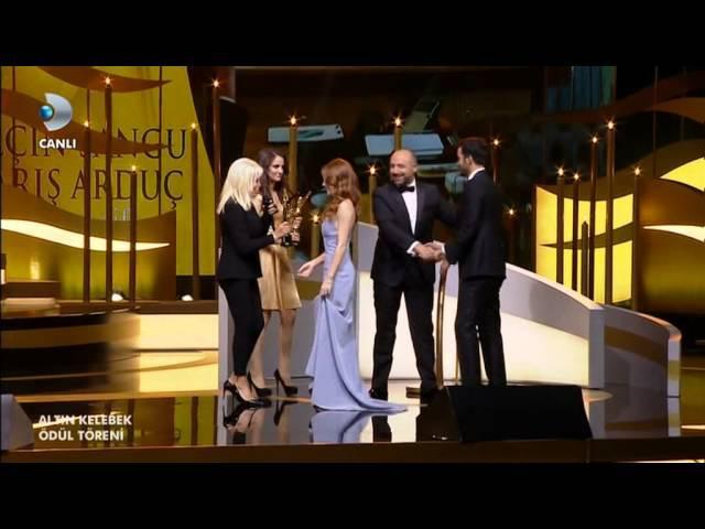 Altın kelebek ödül töreni -Elcin Sangu ve Barış Arduç ödül alırken