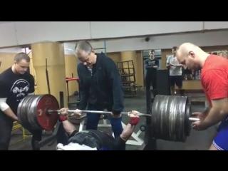 Дмитрий Инзаркин жмет 300 кг