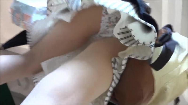 Задираем юбки студенткам классные трусики и попки,