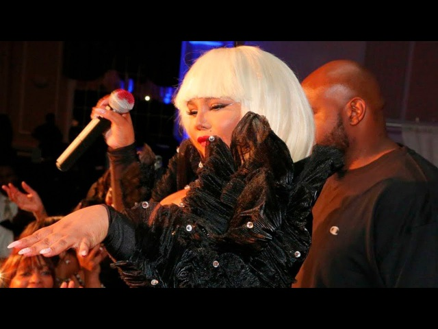 Lil' Kim performing LIVE at Black Friday Experence 11 24 2017