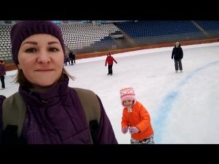 Каток, январь 2018,  Софья впервые на коньках