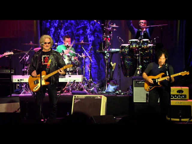 Daryl Hall John Oates Maneater - Live in Dublin AXS TV