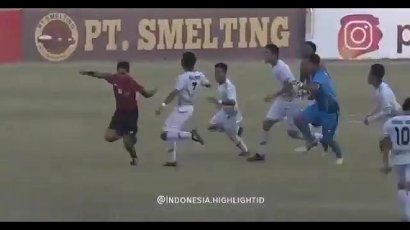 В Індонезії футболісти побили арбітра через призначення пенальті