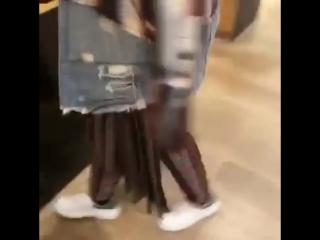 Young Thug примеряет юбку