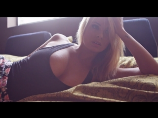 Busty british blonde rhian sugden shows her big tits