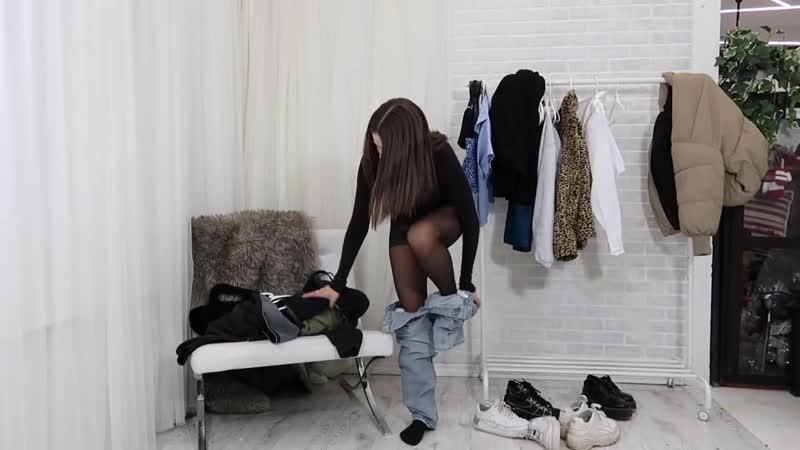 Бьюти-блогер демонстрирует зимние наряды с колготками Beauty-Bloger shows her winter outfit with pantyhose
