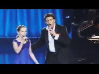 "Дуэт Patrizio Buanne и удивительного юного сопрано Amira Willighagen - ""O Sole Mio"""