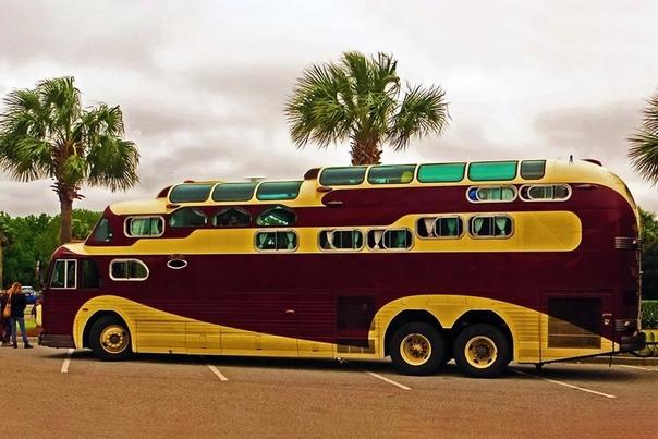 Стоишь такой на остановке и тут вдруг подъезжает... Peacemaer!!!Машина представляет собой огромный трёхэтажный дом на колёсах. Хотя это и не заводской автобус, однако решение объединить кузов