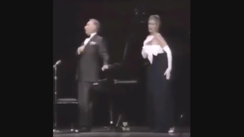 Shok 33 V teatre pevitsa napugala pianista