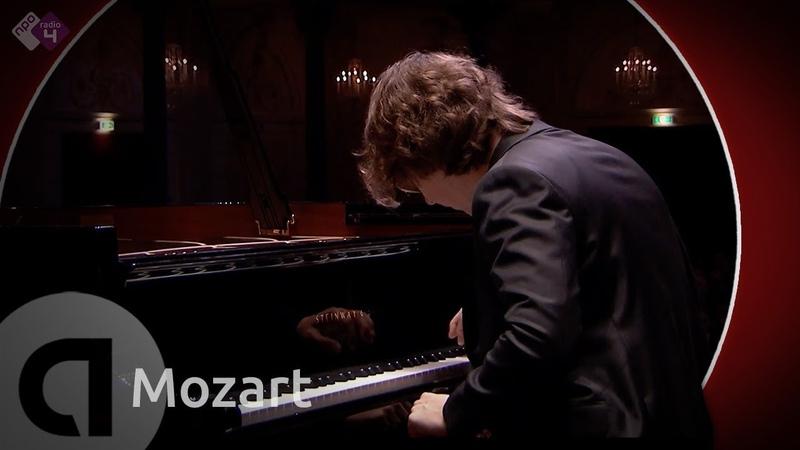 Mozart: Piano Concerto no. 22 - K.482 - Hannes Minnaar - Live Classical Music