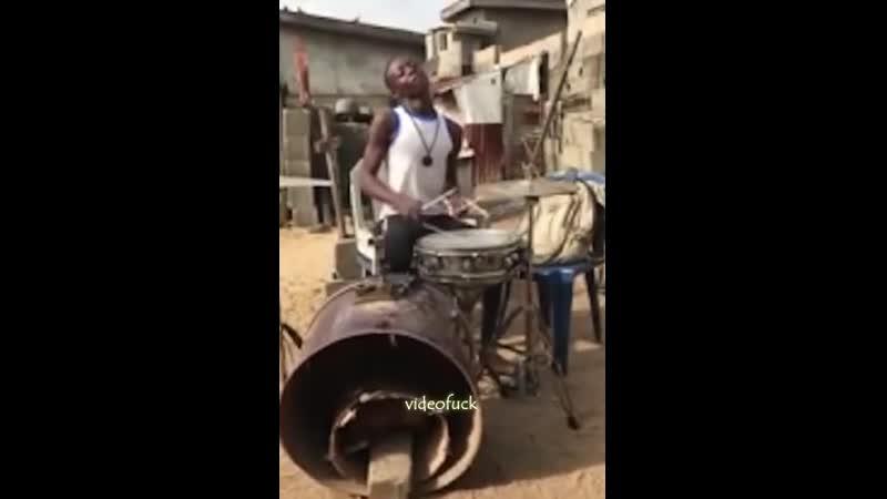 Барабанное соло в трущобах