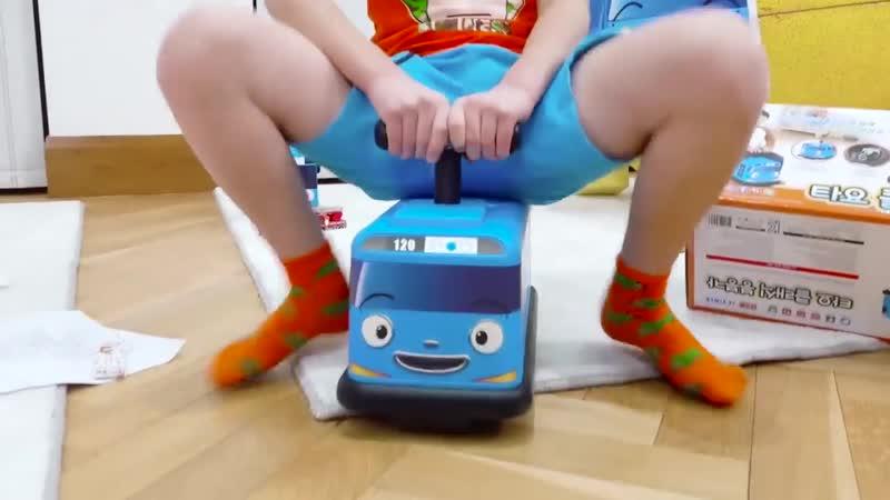 Макс и Катя play with Surprise Eggs and open toys Мистер Макс и Мисс Кэти Новые