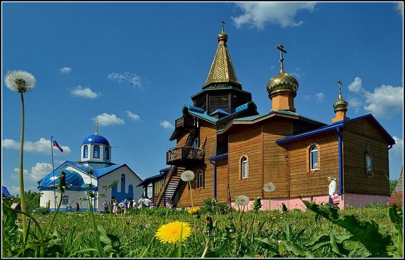 Храм Страстной иконы Божией Матери в Артемово Пушкинского района