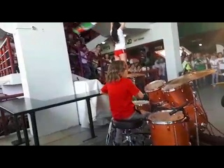 Жека Петровский выступил с @trif_drums на РЖД Арена в поддержку Локомотива