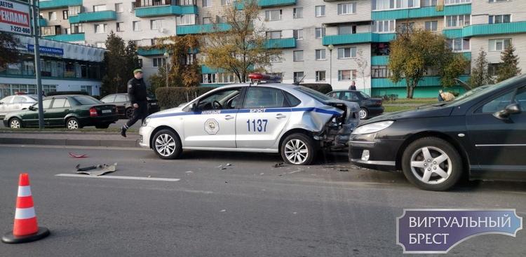 В Бресте произошло ДТП с участием автомобиля ГАИ