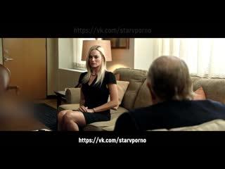 Марго Робби показывает свои трусики | Момент из фильма Скандал 2019 full HD