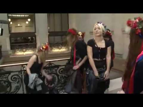 Neuf Femen relaxées après avoir dégradé une cloche de Notre Dame de Paris