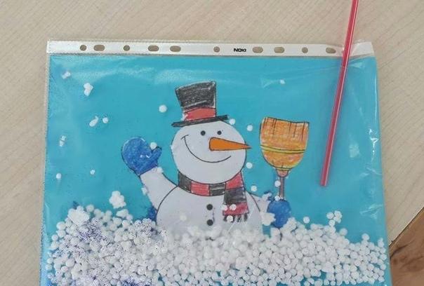 ЗИМНИЕ ИГРЫ ДЛЯ ДЕТЕЙ Предлагаем вам вместе с ребенком устроить снегопад, а заодно потренировать речевое дыхание. Для этой веселой и полезной игры вам понадобятся: пластиковый файл, цветная