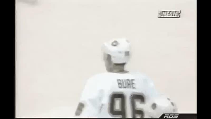 Павел Буре в игре с Бостоном в сентябре 1996-го.