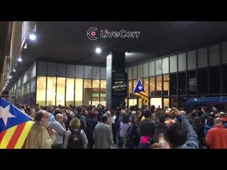 В Барселоне митингующие перекрыли вокзал