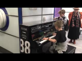 Londons street pianist and school of rock play children