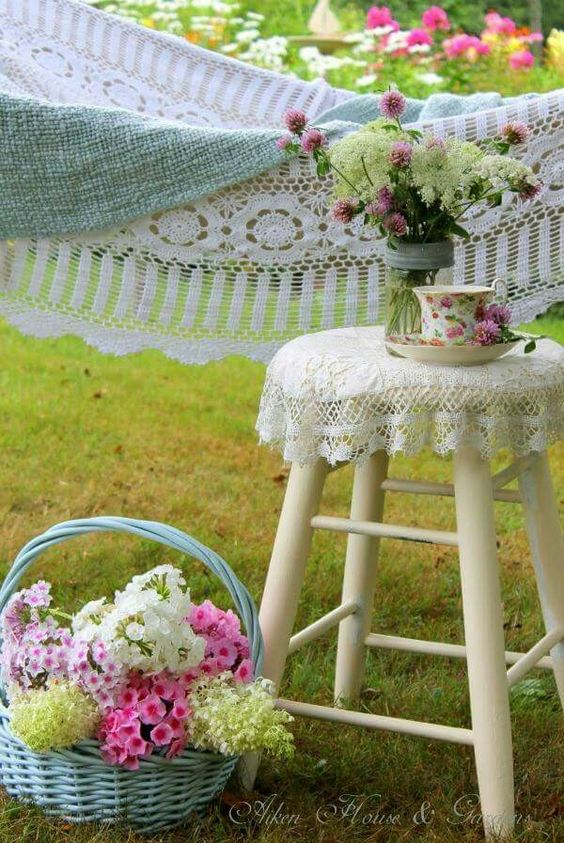 Винтажный уголок в саду