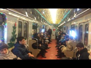 Новогодний поезд ЁЖ3 на станции Лермонтовский проспект Таганско-Краснопресненской линии. Видео снято 3 января 2019 года.